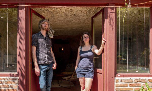 Ils ont économisé des milliers d'euros en rénovant une maison troglodyte