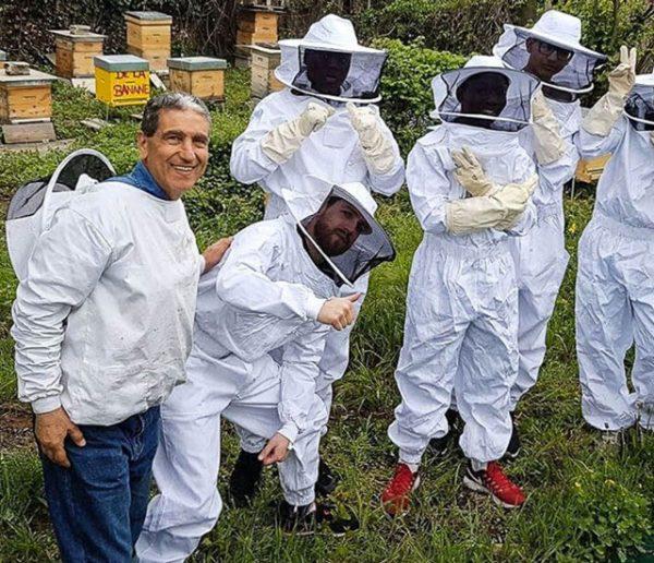 Cette association écolo forme les réfugiés au métier d'apiculteur