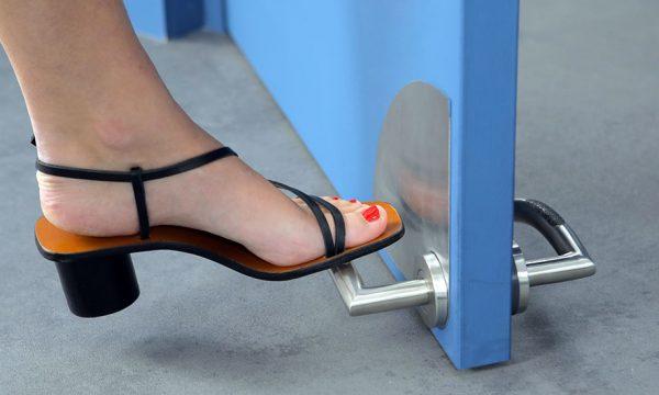 Le monde post-Covid : et si demain on ouvrait les portes avec les pieds ?