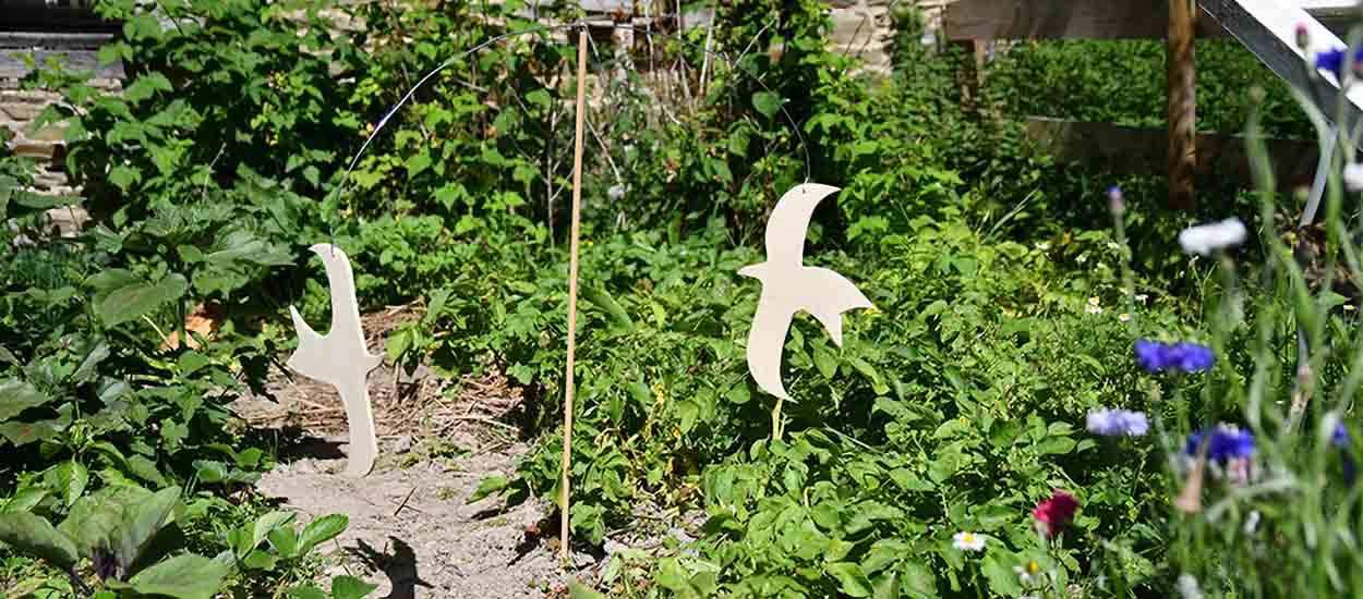Tuto : Fabriquez un épouvantail décoratif aux airs d'oiseaux cubistes