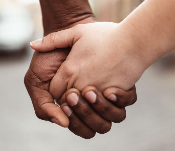 """""""C'est brutal d'être mis dehors par ses parents"""" : une association nantaise héberge les jeunes LGBT"""