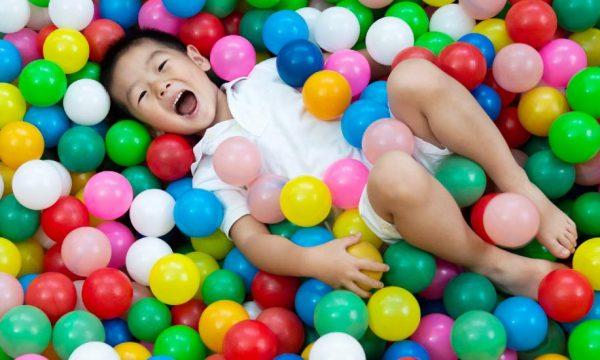 5 idées géniales pour construire une piscine à balles pour vos enfants