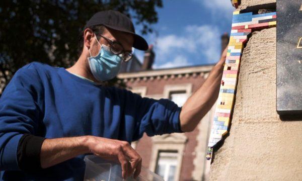 Cet artiste a réparé les façades de Rouen, abîmées par la guerre, avec des Lego
