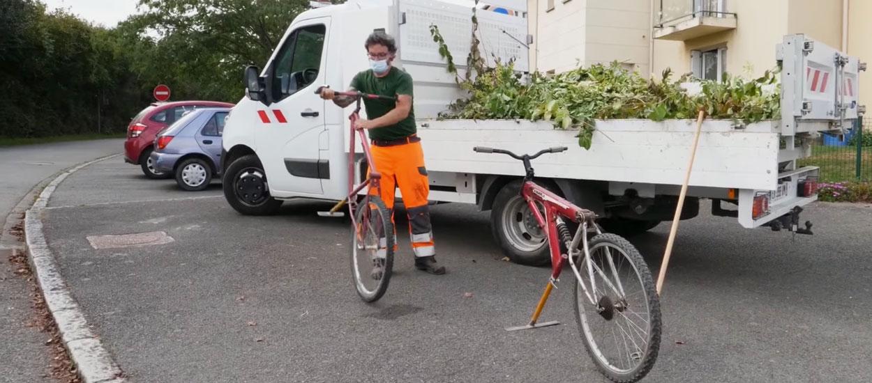 En Bretagne, cette commune expérimente le vélo-binette pour désherber sans pesticide