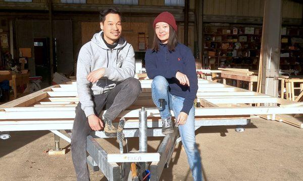 Malgré le confinement, ce couple d'ex-Parisiens construit sa tiny house dans un atelier près d'Angoulême