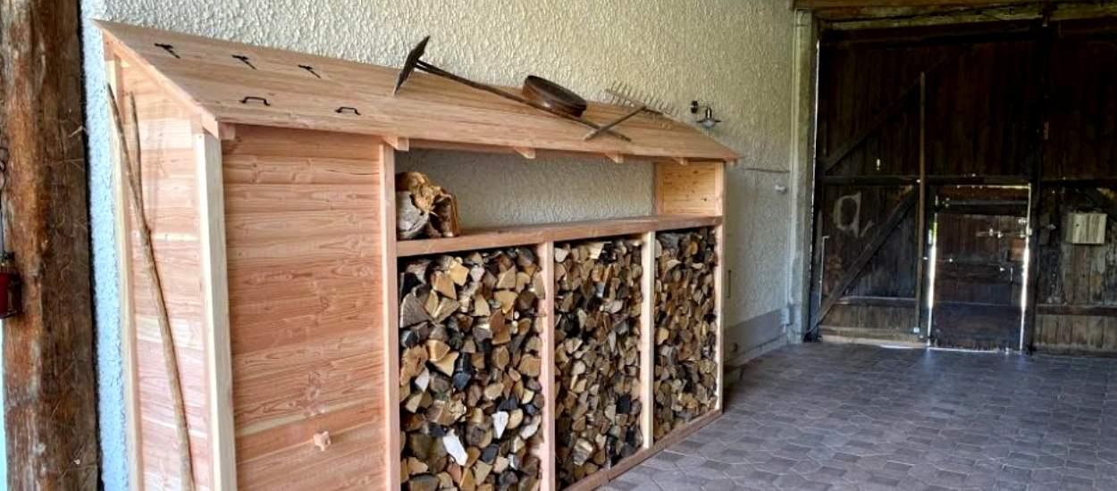 Construire un bel abri pour le bois de chauffage : démonstration et plans gratuits !