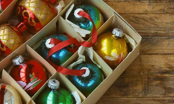 8 idées malignes pour ranger ses décos de Noël