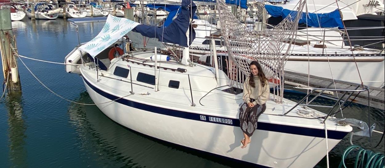 A 23 ans, elle s'est installée en Australie et a retapé un voilier pour y vivre