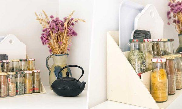 Tuto : Réalisez un rangement pour vos planches à découper, plateaux et épices