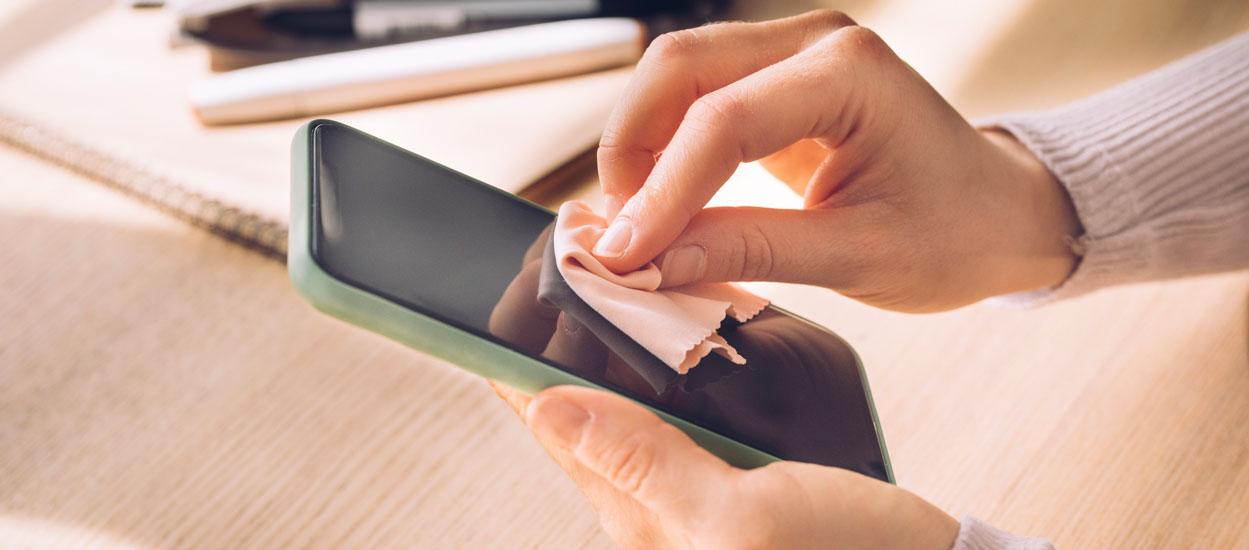 Voici comment (bien) nettoyer votre smartphone une fois rentré à la maison