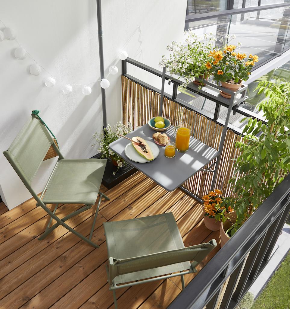 table suspendue sur balcon