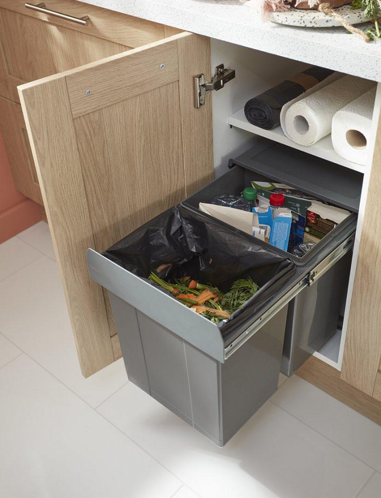 poubelles sous l'évier en cuisines