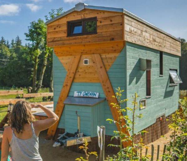 On est sous le charme de cette tiny house qui propose de cohabiter avec les abeilles
