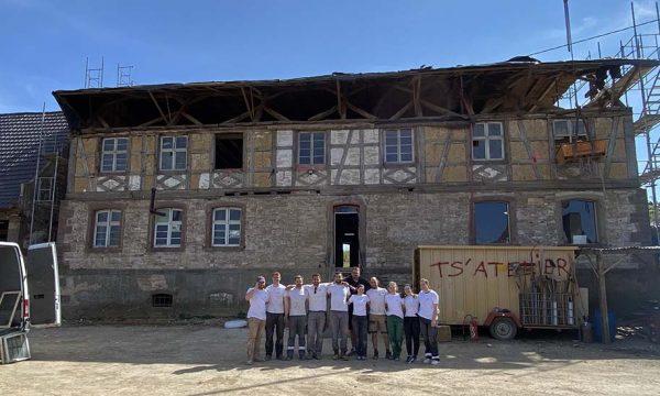 Ces 10 amis rénovent ensemble le plus grand corps de ferme alsacien