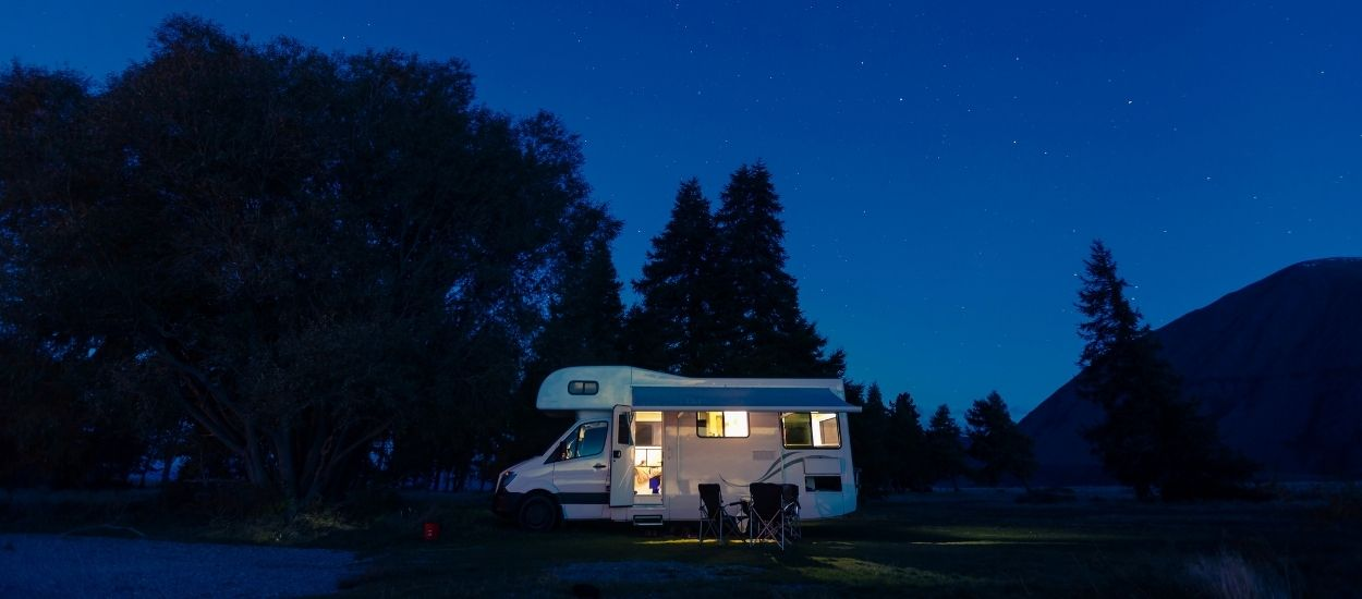 Camping-car et van aménagé : est-ce autorisé de dormir en pleine nature en France ?