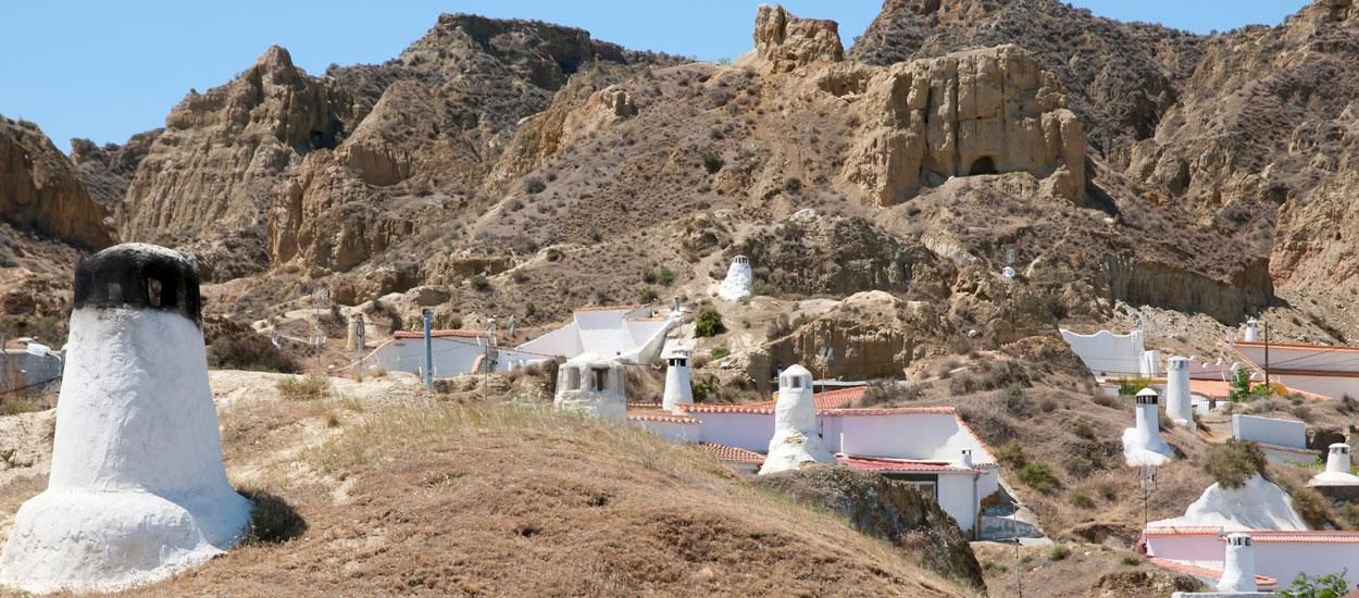Avec 2500 grottes habitées, Guadix en Espagne est la plus grande ville troglodyte d'Europe