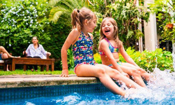 Combien ça coûte de construire une piscine enterrée ou hors sol chez soi ?