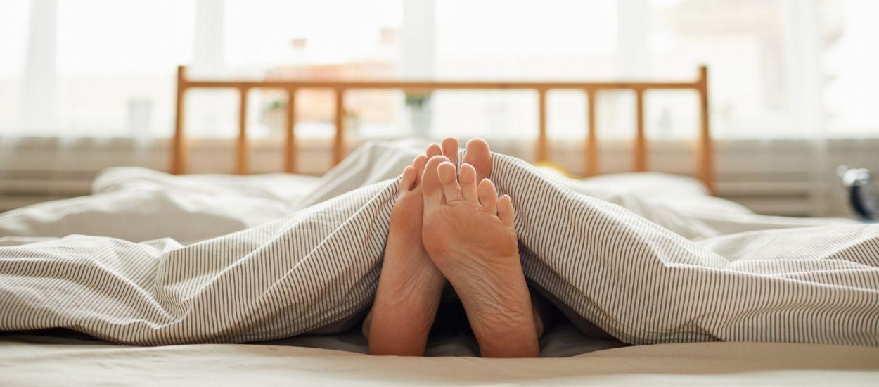 Pourquoi sortir le pied de la couette est-il efficace pour avoir moins chaud la nuit ?