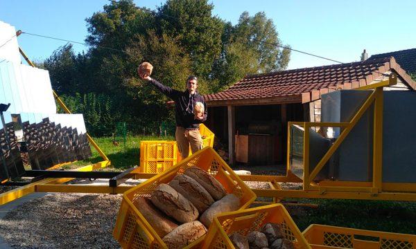 Ancien ingénieur, il a ouvert la première boulangerie à four solaire d'Europe dans son jardin