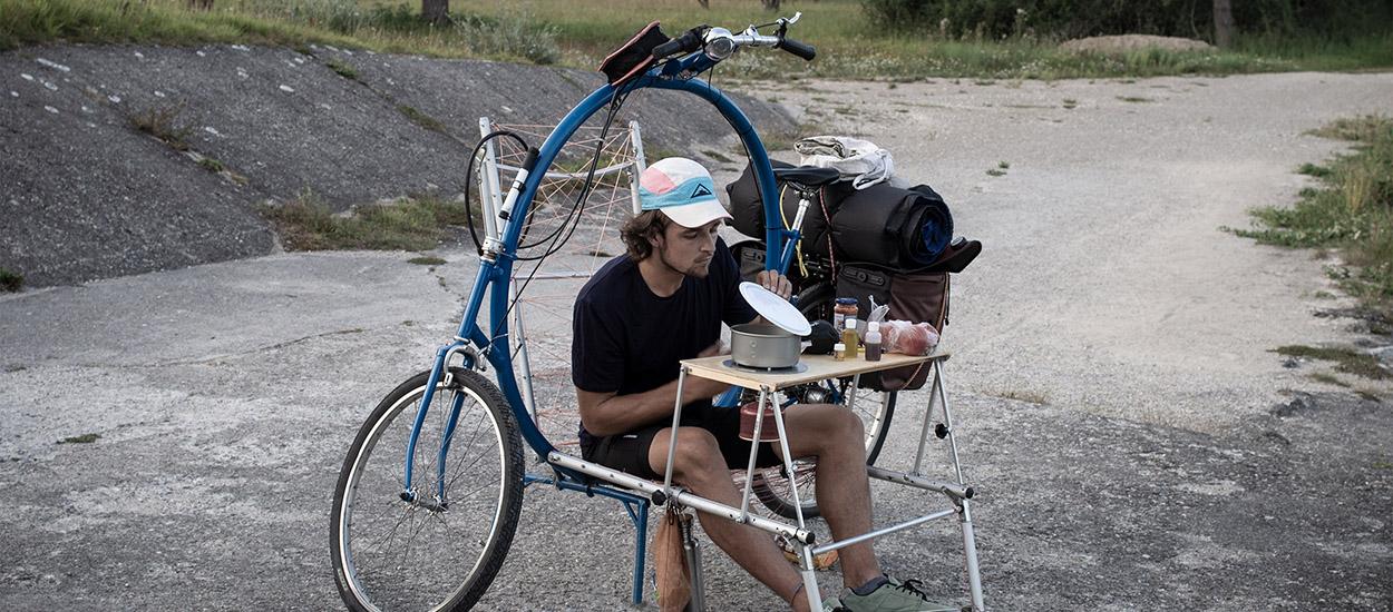 Cercle The World : un jeune Allemand invente le premier vélo qui permet de camper partout