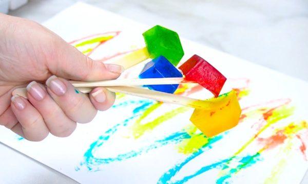 L'activité qui rafraîchira vos enfants : voici 2 idées pour peindre avec des glaçons