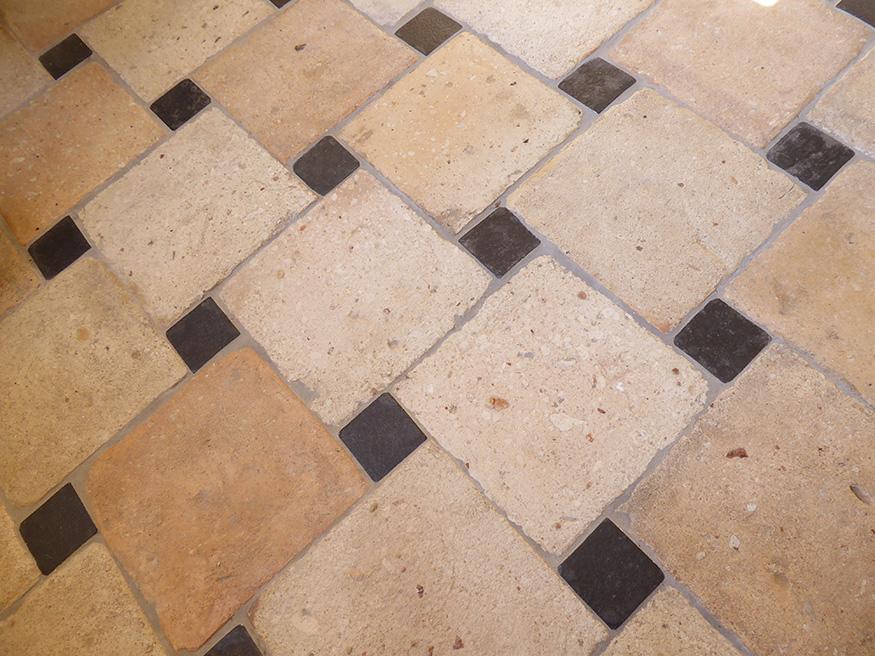Des carreaux en terre cuite dans une salle de bains