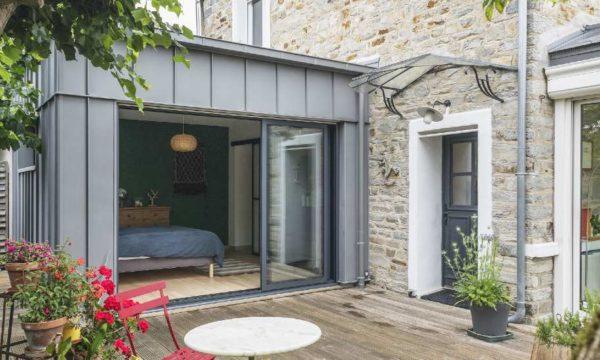 Avant / Après : Cette extension accueille une suite parentale et sublime cette maison en pierre